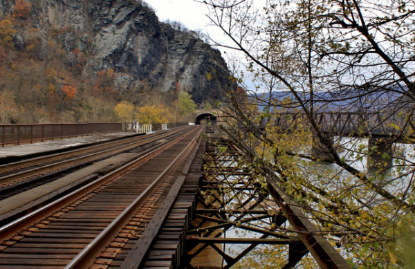 rr-tracks-at-harpers-ferryc